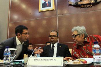 Pimpinan MPR pada Rapat Gabungan MPR