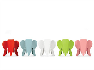 renkli sevimli fil oyuncak oturma