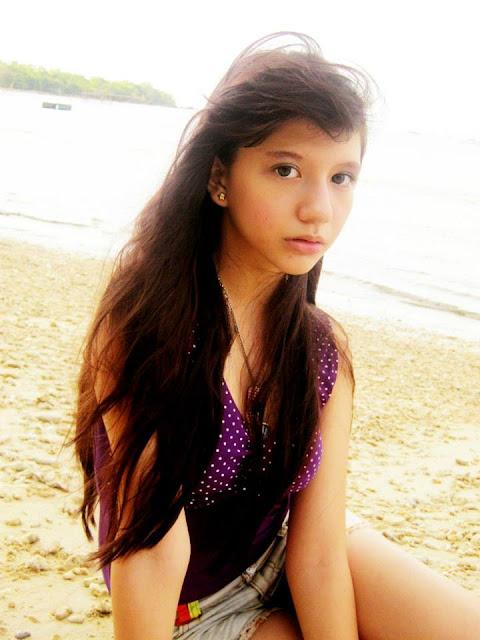 Foto-Foto Sexy Cassandra Winxs di pantai