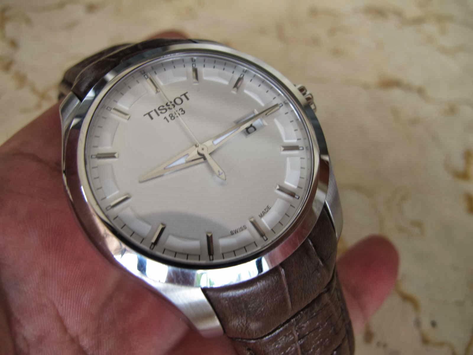 Cocok untuk Anda yang sedang mencari jam tangan Swiss Made dengan dial putih bersih case besar TISSOT