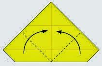Bước 5: Gấp chéo hai góc tờ giấy vào trong.