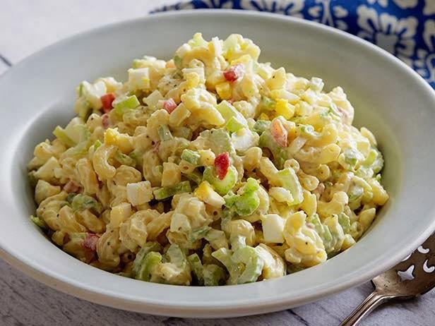 http://recipes.sandhira.com/tuna-macaroni-salad.html