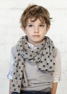 Foto gambar anak laki-laki keren pakai syal