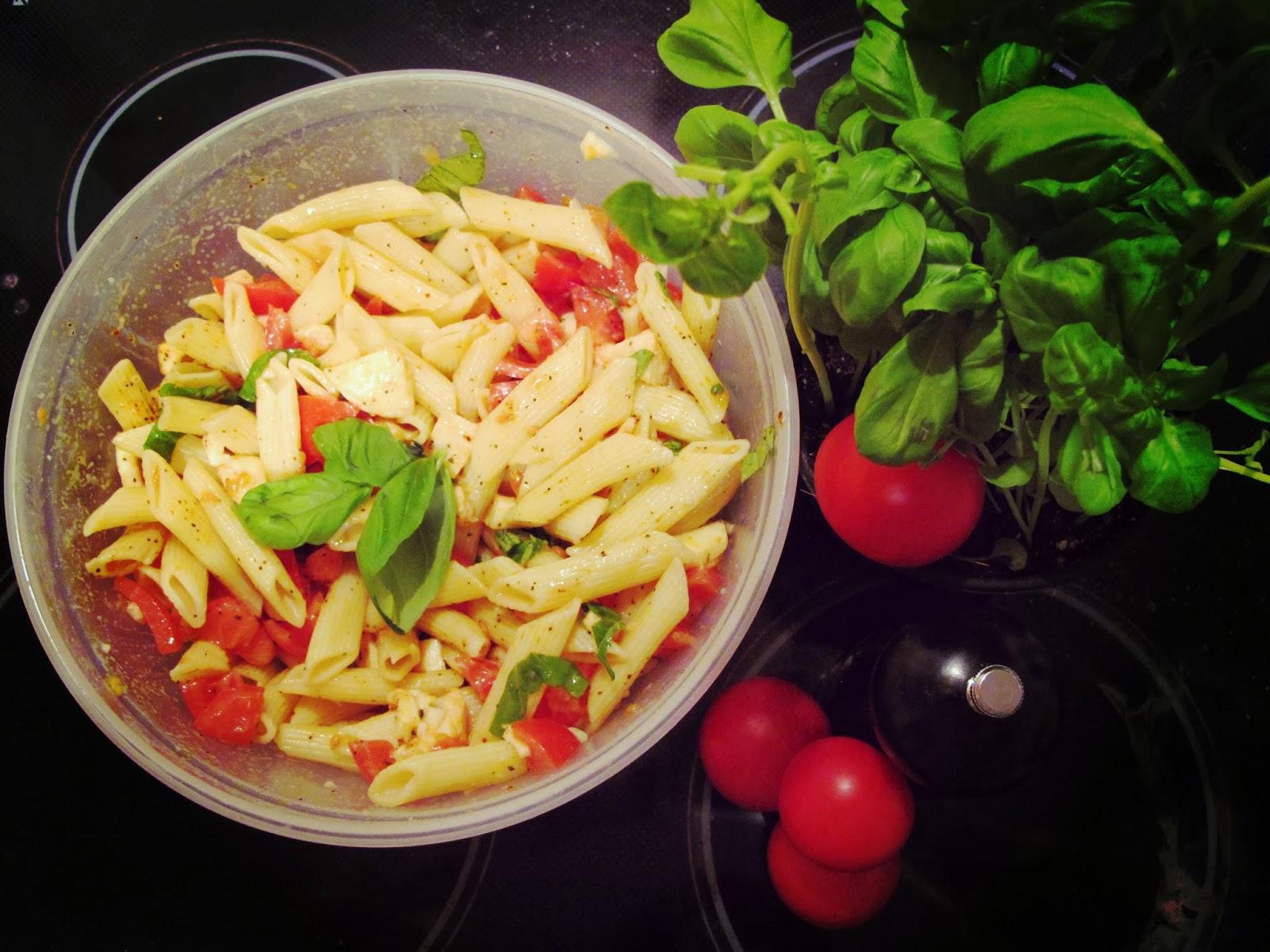 rezept nudel tomate mozzarella salat bluetenschimmern. Black Bedroom Furniture Sets. Home Design Ideas