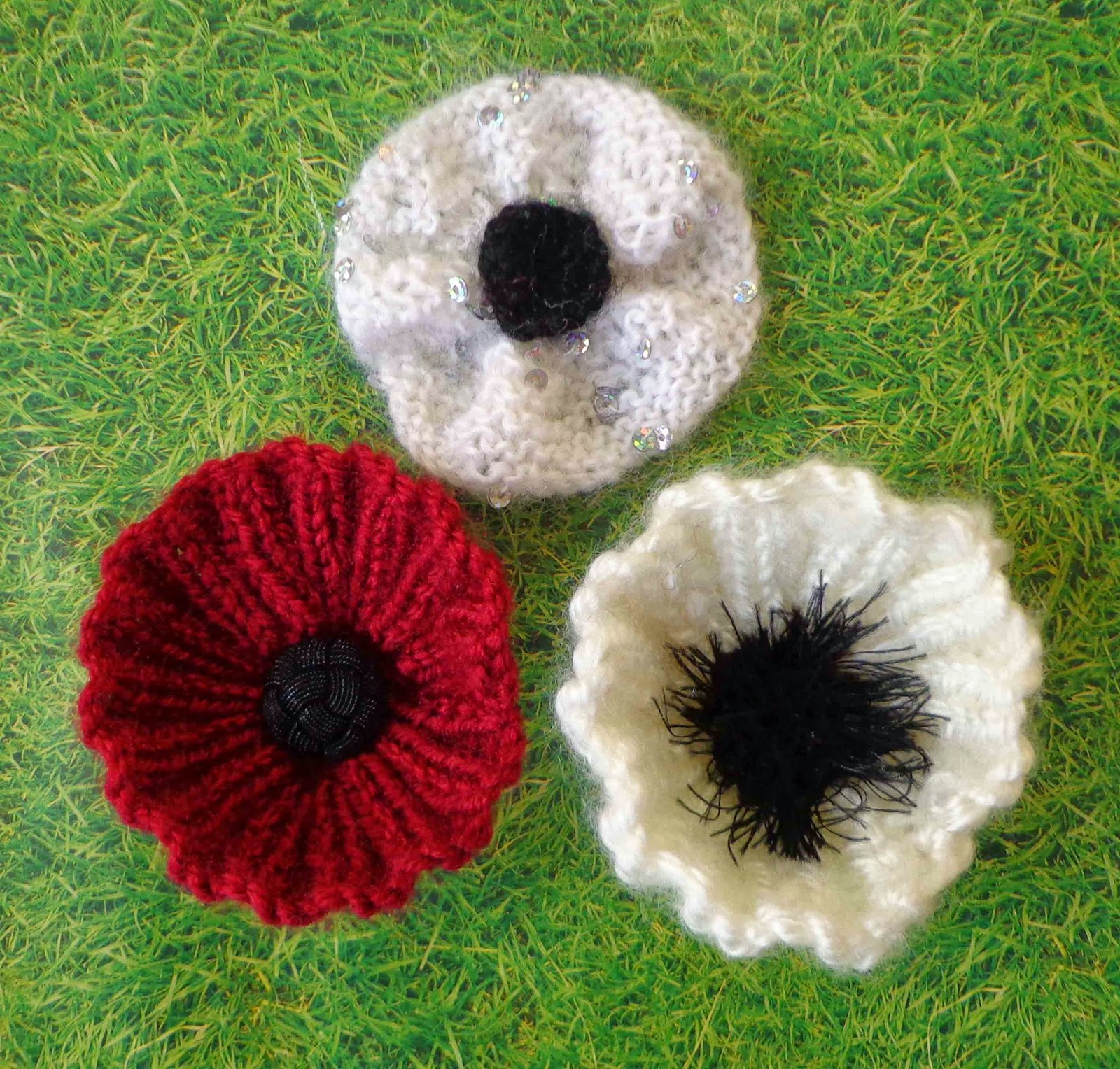 Knitting Pattern Red Poppy : Hippystitch: Poppies in the Park Knitting Patterns