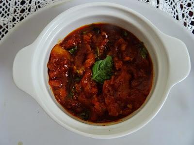Mozzarella fritters with spicy tomato chutney