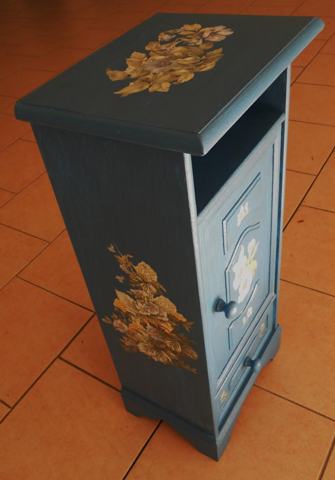 Uzzolo comodino stile tirolese con il decoupage - Decoupage su mobili laccati ...