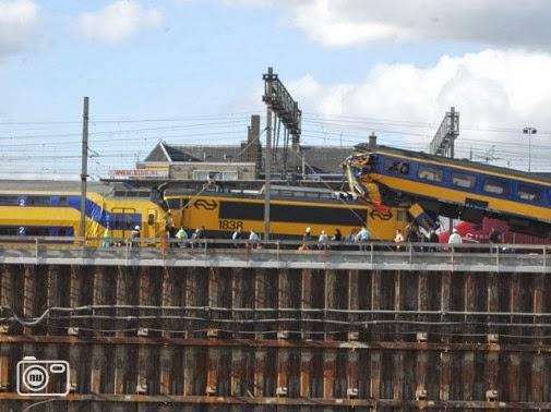 Trein botsing Amsterdam CS 2004