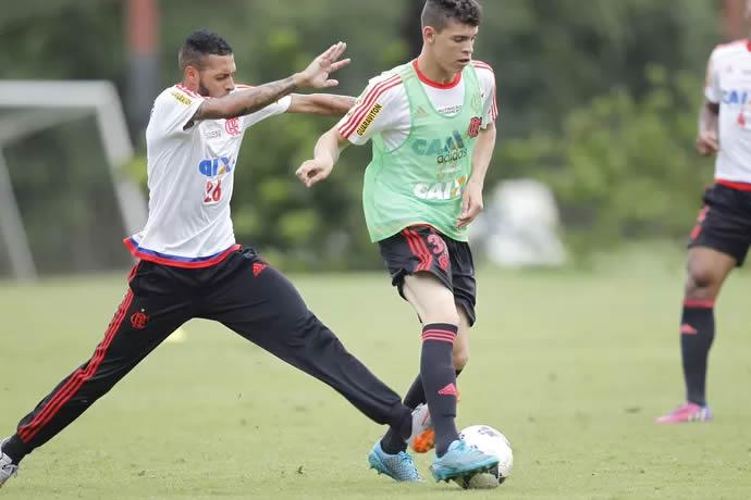 Empresário de Everton e Paulinho descarta ação contra o Flamengo