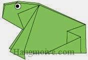 Bước 13: Vẽ mắt để hoàn thành cách xếp con ếch, con cóc ngồi bằng giấy theo phong cách origami.