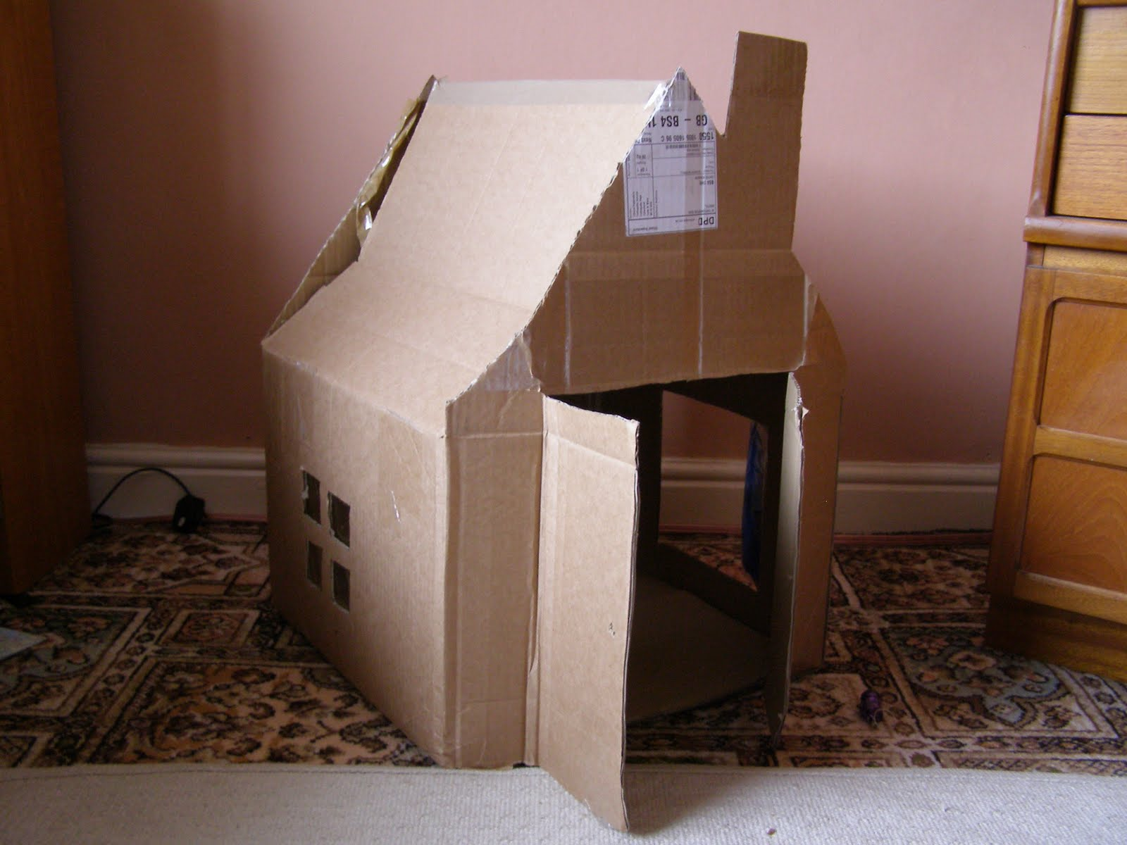 Create with your hands creativity with cardboard boxes for How to make a house from cardboard box