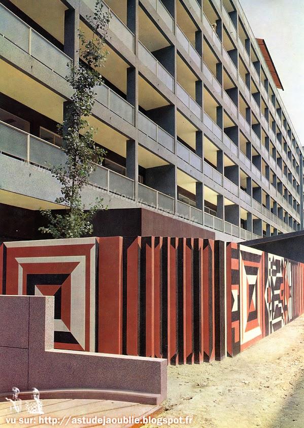 Paris 7ème - Rue Camou  Architectes: Jean Ginsberg, Pierre Vago  Construction: 1956-1958  Composition mosaïque: Victor Vasarely