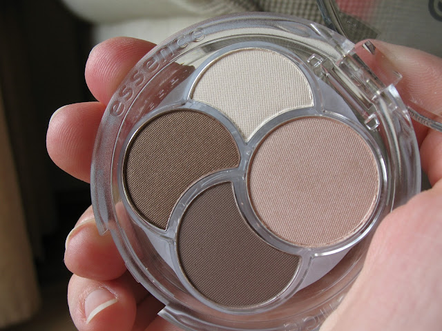Essence-Eyeshadow-Quad-05-To-die-for-review-photos-and-swatches-03