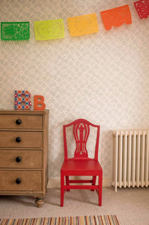 Mengganti Wallpaper dengan Patterned Paint Rollers