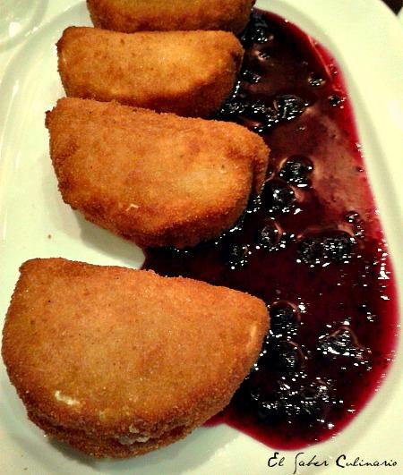 Madrid-taberna-Alhambra-queso-frito-salsa-arandanos