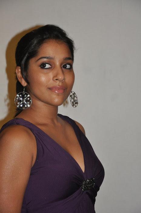 rashmi gautam cleavege ing photo gallery