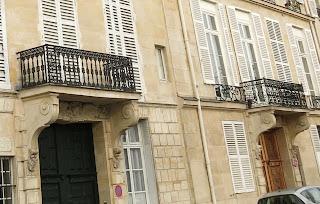 Balcons du 20 et 22 quai de Béthune à Paris