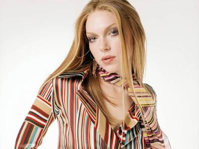 Sexy Model Laura Prepon Wallpaper