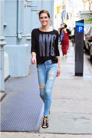 hilary rhoda dengan ripped denim
