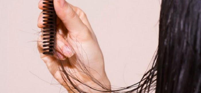 Le masque pour les cheveux avec lhuile de la maison