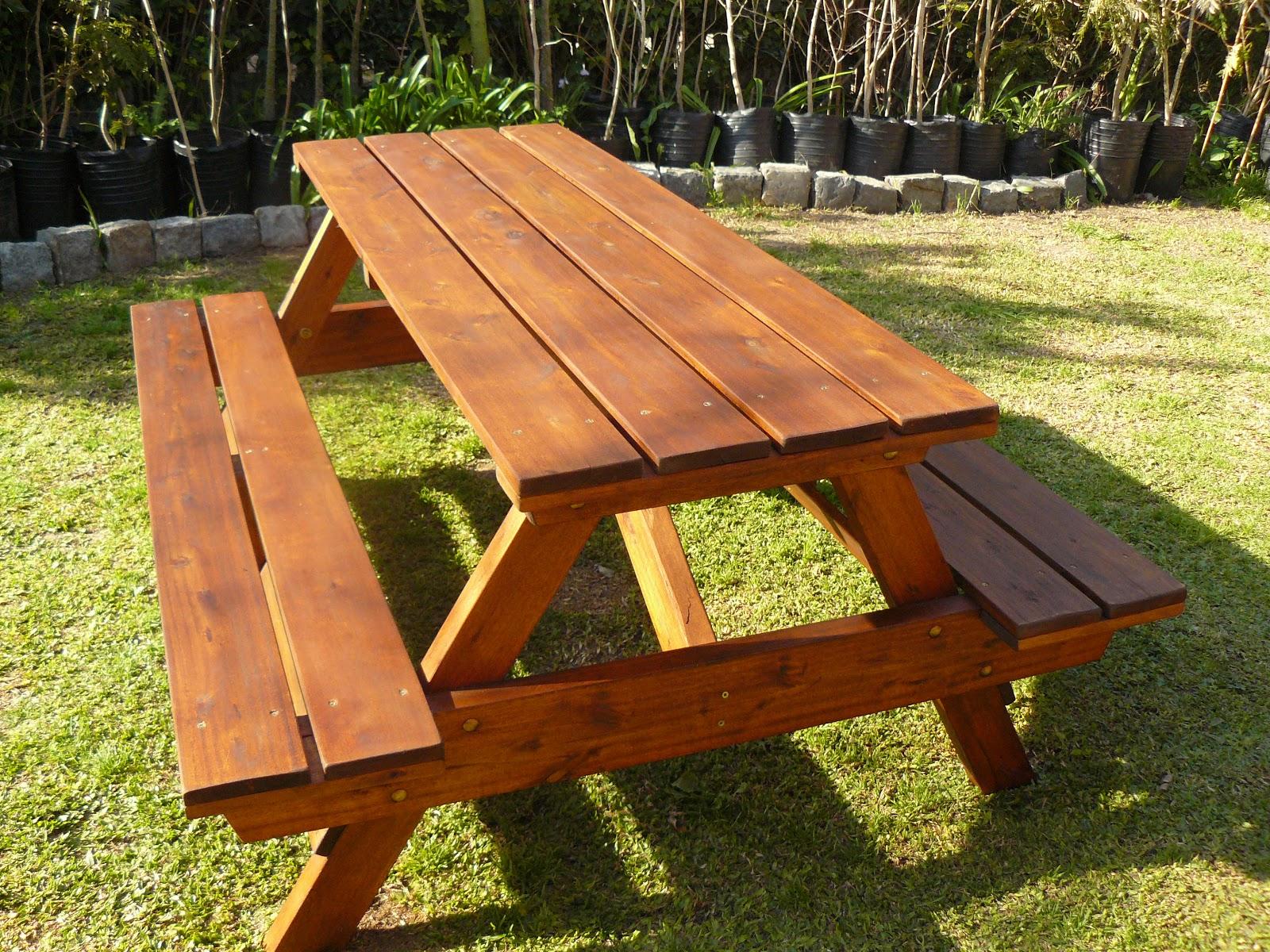 Jard n sano mesa de jard n con bancos artesanal for Mueble que se convierte en mesa