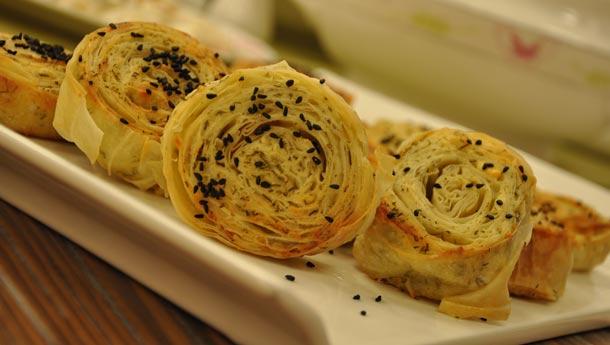 Emine Beder  Dereotlu Peynirli Dilim Börek Tarifi
