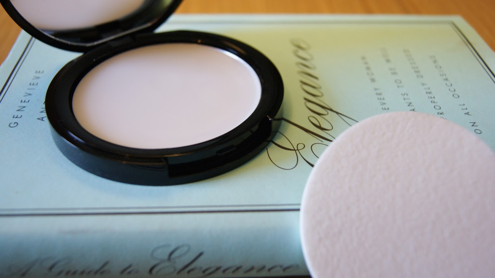 Makeup Revolution Ultra All Day Prime & Anti-Shine Balm Texture