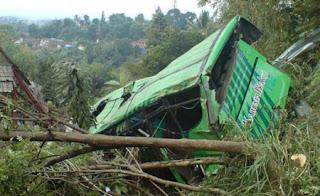 Foto Video Kecelakaan Bus Karunia Bakti Cisarua Bogor Bus Maut