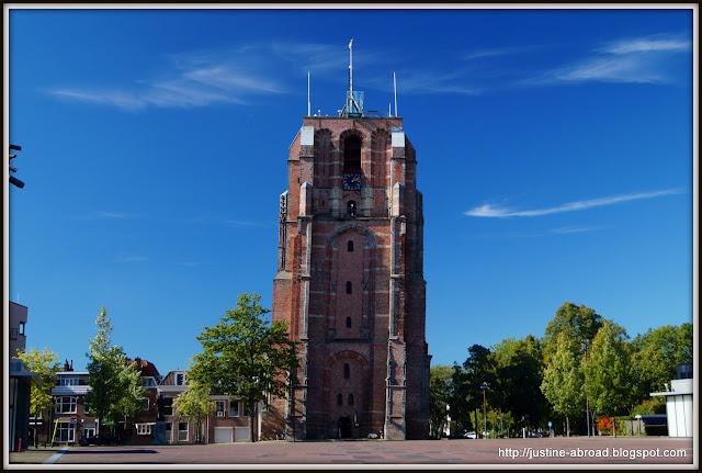 Krzywa wieża w Leeuwarden
