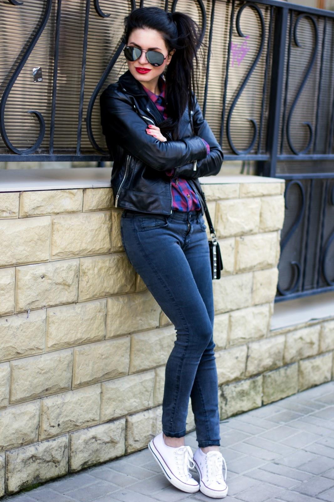 Брюнетки в джинсах фото на аву