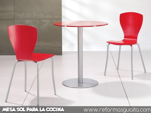 Sol mesa redonda para la cocina reformas guaita for Sillas de cocina rojas