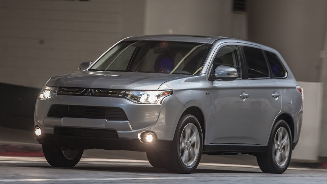 2014 Mitsubishi Outlander HD Wallpaper 4