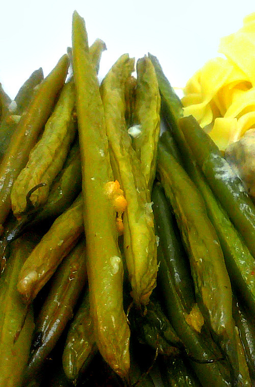garlicky roasted green beans 2 lbs fresh green beans stem end trimmed ...