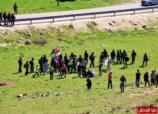 Soldados israelenses agridem manifestantes brasileiros e palestinos