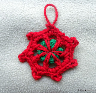 Swirls and Sprinkles: Free crochet pattern.  Christmas snowflake/ornament