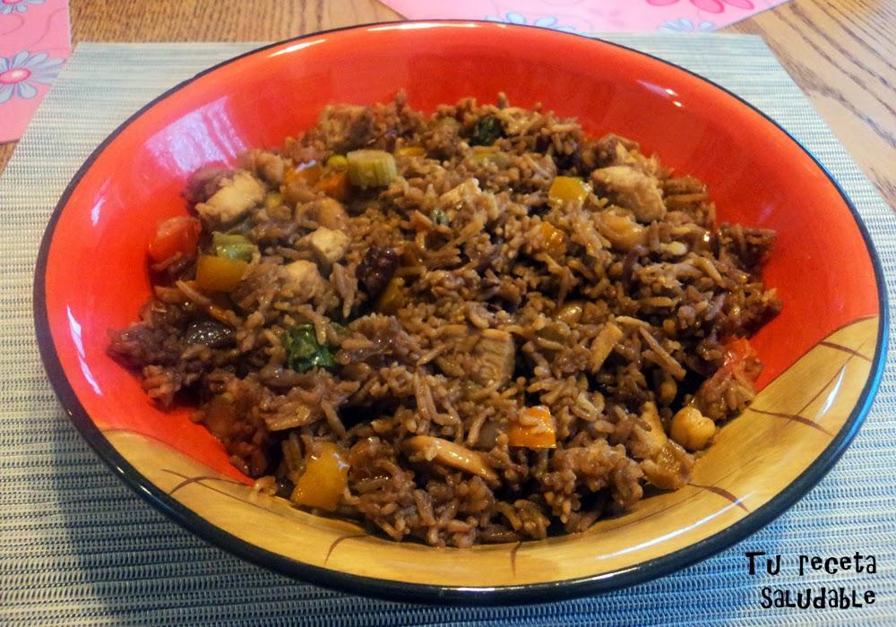 Ensalada oriental de arroz y frutos secos