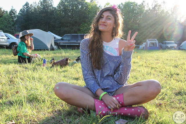 what to wear to a music festival, music festival outfits, street style, hippy outfits, fresh and precious