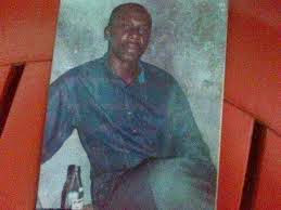 Governor drinking palm wine when he was nobody