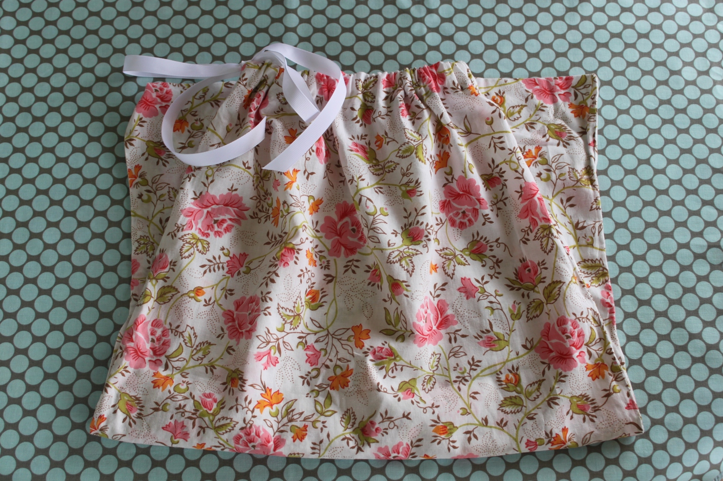 Diy Drawstring Backpack From Pillowcase: Pillowcase to Drawstring Bag   Tutorial   Sew Delicious,