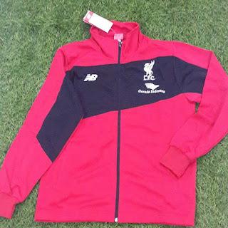 gambar desain terbaru jaket musim depan photo kamera Jaket Liverpool New Balance warna merah New Balance musim 2015/2016 di enkosa sport toko online jersey terbaru musim depan lokasi di pasar tanah abang