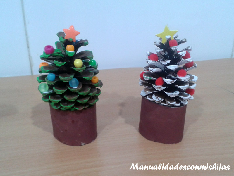 Manualidades con mis hijas diciembre 2014 - Adornos para navidad con pinas ...