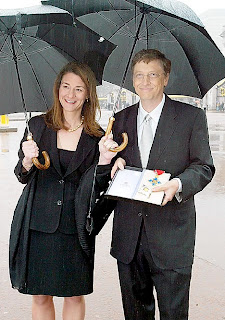 MILNDA WITH BILL GATES IN RAIN