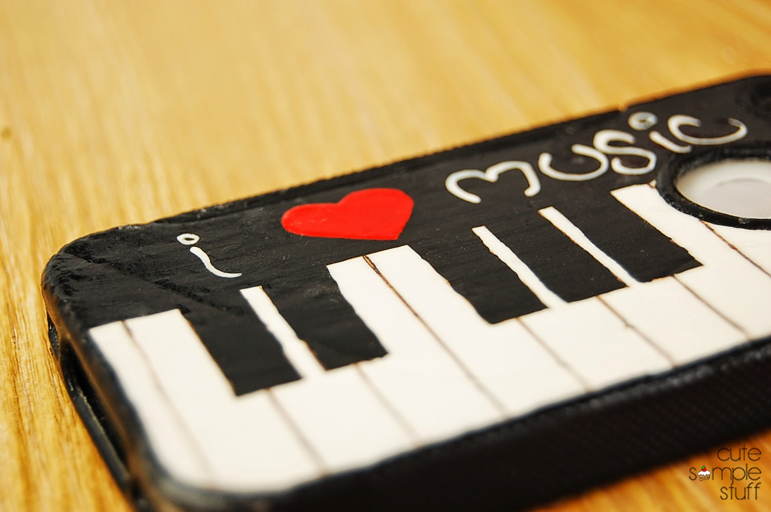 CUTE SIMPLE THINGS: DIY Piano Cell Phone Case