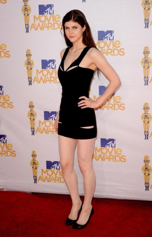 Alexandra Daddario Body