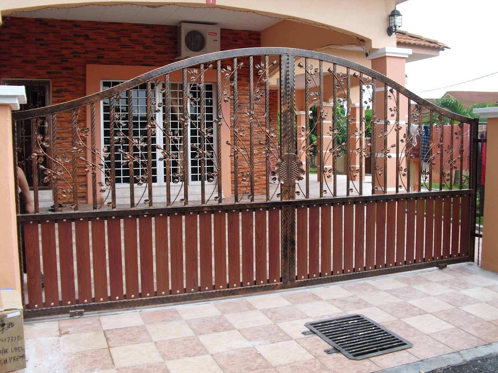 New home designs latest modern homes iron main entrance for Modern house gate