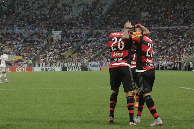 O Flamengo venceu com gols de Emerson Sheik, Kayke e Paulinho (foto: Gilvan de Souza/Flamengo)