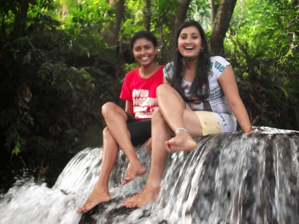madhu nithyani crossed legs wet
