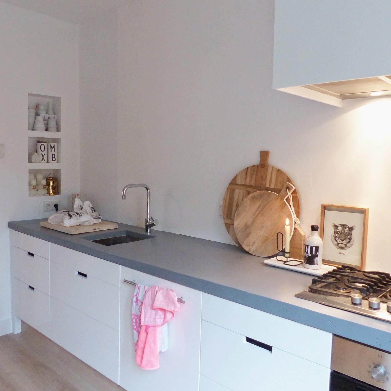 Blog update binnenkijken modern en landelijk met een scandinavische touch - Keuken rode en grijze muur ...