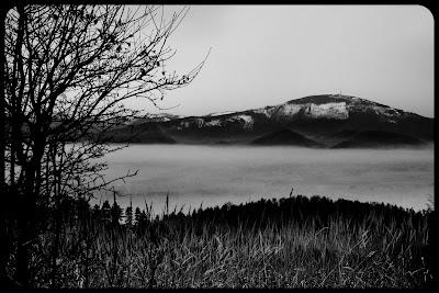 Zimowy krajobraz beskidzki. Fotografia Krajobrazowa. Beskid Mały. Tresna. Widok na Skrzyczne. fot. Łukasz Cyrus