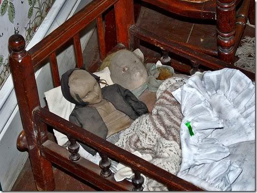 gambar mengerikan Demonic Twins